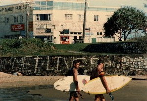 2 SURFERS B